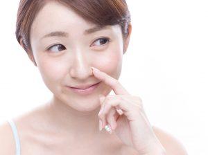 肌の黒ずみが気になる!鼻の毛穴が黒ずむ原因と改善方法